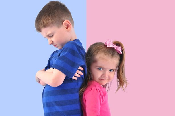 Cara mengatasi kakak adik sering bertengkar