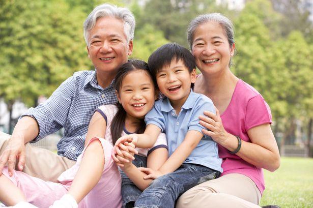 Kakek nenek yang percaya mitos kesehatan bisa membahayakan cucu