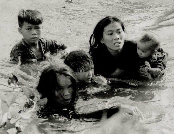 8. Berjuang keras menyelamatkan anak agartidak tenggelam