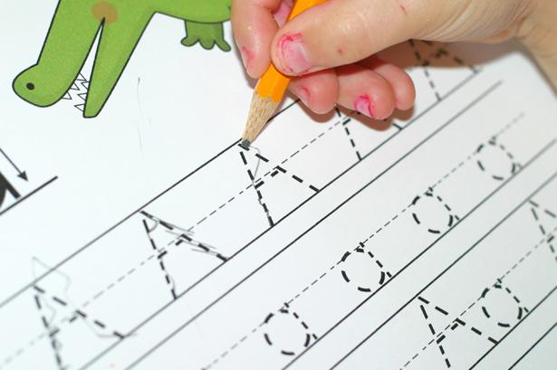 Tips membuat tulisan tangan anak rapi dan mudah dibaca