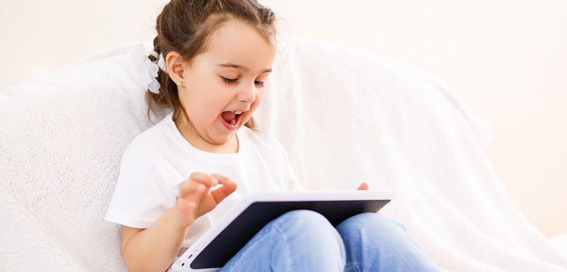 Usia yang tepat untuk anak bermain gadget