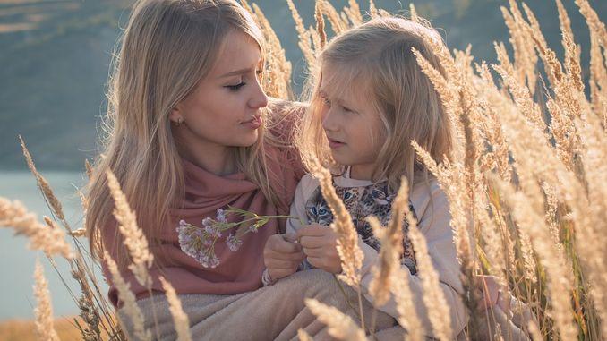 Ikatan antara seorang ibu dan anak perempuannya
