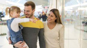 Efek Negatif Jika Terlalu Sering Mengajak Anak ke Mall