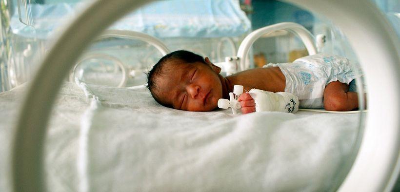 Lagi, Bayi 2 Bulan Muntah Darah dan Infeksi Paru Akibat Hirup Asap Rokok