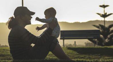 Ibu rumah tangga vs Ibu Bekerja, mana yang lebih bahagia?