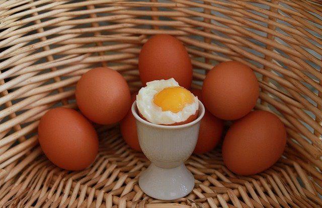 Telur setengah matang tidak boleh untuk mPASI bayi