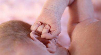 Cara mencegah dan merawat kulit bayi kering