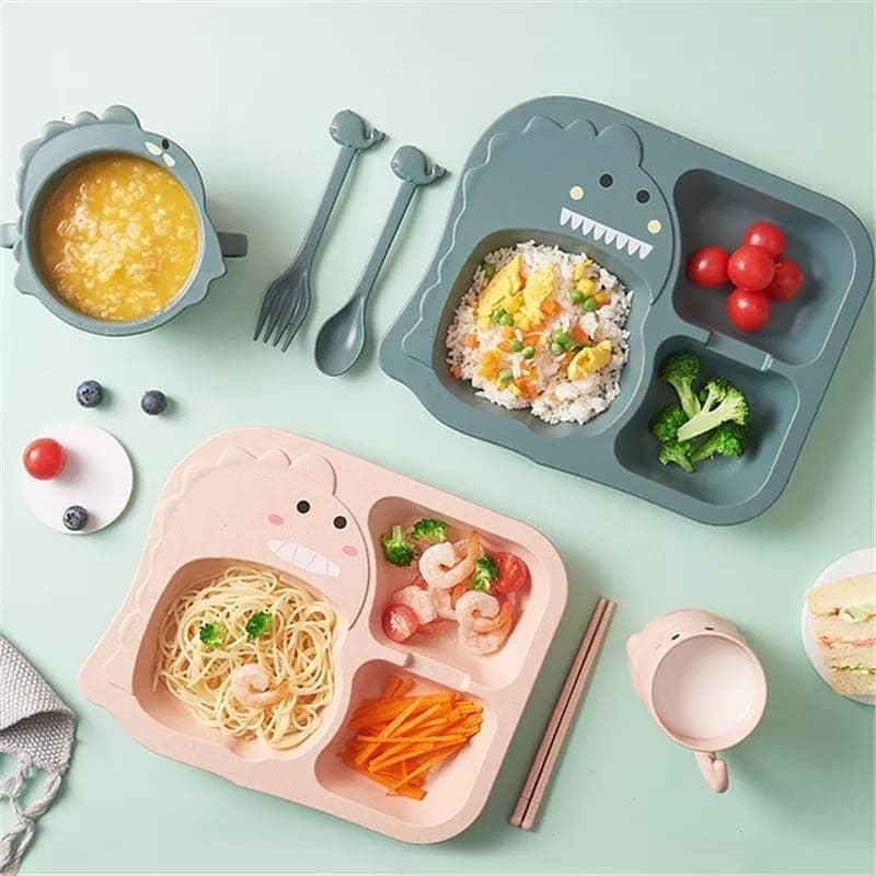 Menyajikan makanan anak dalam piring makanan yang rapi