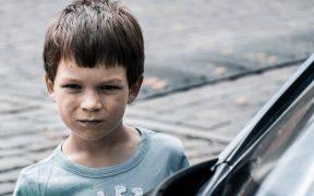 Mengatasi anak yang suka berkata kasar